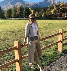 De Marquet - Raffaella Iten Metzger: An indian Summer look in the Swiss mountains. Wearing a Night&Day bag by De Marquet. Indian Summer, Day Bag, Day For Night, Summer Looks, That Look, Normcore, Mountains, Fall, How To Wear