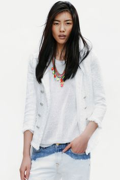 Downtown-cool tweed blazer: check. Neon jewelery: check. Dip-dyed denim: check. Perfect? Check it!