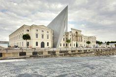 Libeskind'in Cam Bölmesi Dresden Askeri Müzesi'ni Delip Geçiyor