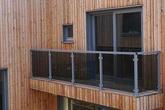 Match glassrekkverket med dine vinduer Terrazzo, Garage Doors, Shed, New Homes, Outdoor Structures, Interior, Outdoor Decor, Room, Furniture