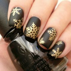 Matte black-and-gold snowflake manicure, using #ChinaGlaze 'Liquid Leather', Colour Alike 'Golden Queen', #MoYouLondon 'Festive 02' stamping plate, and Cirque Colors 'Matte Look' top coat | polilish