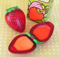 Brillo para los labios con sabor a fresa. Vintage Avon Strawberry Lip gloss set. Umm Smelled so good #1980's