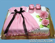 Tarta con zapatitos de bebe y vestido para el bautizo de Paula
