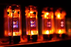 Nano vacuum tubes could give a second life to the guitarists best friend Vintage Cafe, Guitar Shop, Antique Radio, Change Management, Vacuum Tube, Lava Lamp, Light Bulb, Glow, Table Lamp