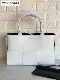Bottega Veneta BV woman tote bag white Bottega Veneta, Ted Baker, Tote Bag, Woman, Bags, Handbags, Totes, Women, Bag