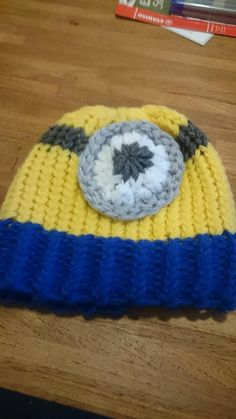 Loom knitted minion hat by Jolanda