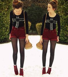 love the red, her stockings, the boots her hair, aaah perfect!