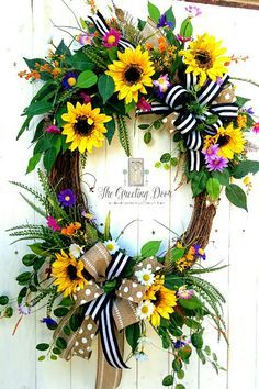 Summer sunflower wreath for your front door! This bright and cheery wreath is a great way to welcome your guests this summer. Christmas Mesh Wreaths, Deco Mesh Wreaths, Holiday Wreaths, Door Wreaths, Winter Wreaths, Wreath Crafts, Diy Wreath, Grapevine Wreath, Wreath Ideas