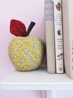 Bedroom Entrance Ceramic Golden Color Animal Fruit Figurine Home Decoration Crafts for Living Room Dining Room Apple