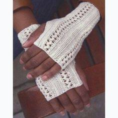 F641 Lacey Fingerless Gloves (Free)