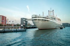 The ss Rotterdam is permanently docked as a museum and hotel in the port of Rotterdam. A visit here is one of the quirkier things to do in Rotterdam.