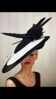 Black and white flying saucer hat. Beautiful!
