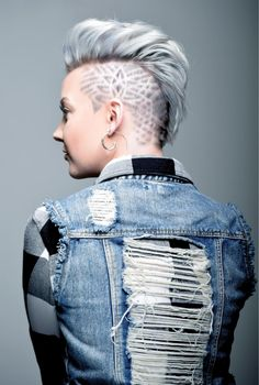 Medium length hair styles are the trend these days when it comes to men's looks. These styles are simple to create and give men suave and well groomed looks with a bit of flair. Mohawk Hairstyles, My Hairstyle, Wedding Hairstyles, Medium Hair Styles, Natural Hair Styles, Short Hair Styles, Shaved Undercut, Undercut Pompadour, Mens Medium Length Hairstyles