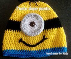 Cappello fatto a mano ad uncinetto. Bimbi ed adulti. Personaggio MINION. Crochet MINION hat for child and adult.