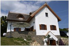 Balatonakali - tervező: Mérmű Építész Stúdió Cabin, Explore, House Styles, Home Decor, Decoration Home, Room Decor, Cabins, Cottage, Home Interior Design