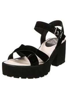 Mit dieser Sandalette bist du im Trend. KMB Plateausandalette - negro für 89,95 € (02.06.16) versandkostenfrei bei Zalando bestellen.