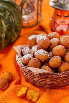 Soffici e buonissime, oggi prepariamo le #frittelle di #zucca! ( #pumpkin #fritters ) #Giallozafferano #recipe #ricetta #sweet #orange