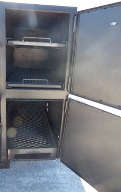 This smoker has a diameter barrel , the smoker is reverse flow , and the smoker has a prep counter. Bbq Smoker Trailer, Bbq Grill, Cooker, Flow, Patio Ideas, Barrel, Diy Projects, Crickets, Ideas