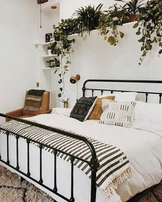 Bed & Plants