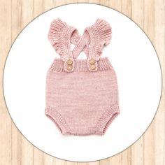 "38 Me gusta, 2 comentarios - B B & K I D S (@bbandkids) en Instagram: ""Preciosa ranita ""Carlota"" con tirantes en Rosa o azul  Tallas: de 6M a 24M. 19,90€ #moda…"" Baby Knitting, Crochet Baby, Knit Crochet, Baby Pants, Diy And Crafts, One Piece, Swimwear, Babies, Ideas"