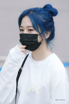 Kpop Girl Groups, Kpop Girls, Mask Girl, Yu Jin, Accesorios Casual, Japanese Girl Group, Pinterest Hair, Dye My Hair, Grunge Hair