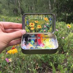 15 Miniature Landscapes Painted Inside Mint Tins Coloradobased artist Heidi Annalise has found a novel use for old mint tins, transforming them into tiny, pocket art studios that she can easily… - drawings Painting Inspiration, Art Inspo, Art Hoe Aesthetic, Aesthetic Drawing, Mint Tins, Creation Art, Grafiti, Tin Art, Guache