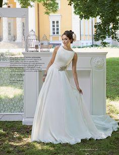 Modest and modern wedding dress inspired by Audrey Hepburn and designed by Justin Alexander. #AudreyHepburn