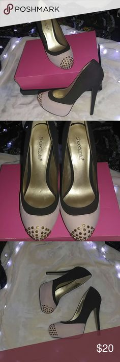 Trend Setting Platform Stilettos These beauties are from show dazzle and have minimum wear, they're pretty comfy and super easy to walk with some style. They are so easy to pair with just about any outfit ! Shoe Dazzle Shoes Platforms