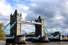 El Puente de la Torre de Londres sobre el Támesis.