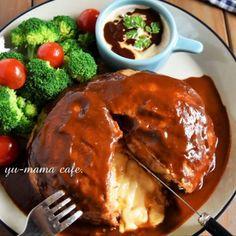 トースター&ポリ袋で包丁不要の「丸ごとカマンベールのデミハンバーグ」・簡単・ひき肉レシピ : ゆーママ(松本有美)