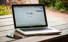 Ordenador portatil con Google abierto