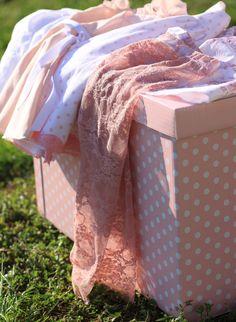 Leggings di pizzo bambina rosa : Moda bambina di filles-en-fleur #babyclothing #babygirl #toddlerclothing #laceclothing #handmade #madeinitaly