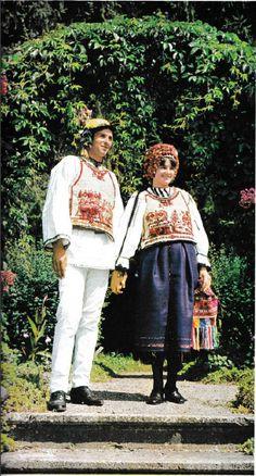 Sibiu, Transilvania Folk Costume, Costumes, Folk Clothing, India, Traditional, Embroidery, Blouse, Inspiration, Clothes
