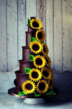 Chocolate Sunflower wedding cake, perfect for a summer wedding! Fancy Cakes, Cute Cakes, Pretty Cakes, Unique Cakes, Creative Cakes, Gorgeous Cakes, Amazing Cakes, Cake Cookies, Cupcake Cakes