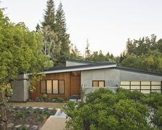 Midcentury Modern Exterior Design, pictures, remodeling, decor and ideas - Modern Architecture Mid-century Modern, Home Modern, Modern Homes, Midcentury Modern House Plans, Modern Deck, Modern Bungalow, Modern Minimalist, Minimalist Design, Modern Garden Design