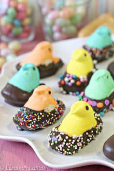 How can you improve Marshmallow Peeps, the perennial Easter favorite? By adding chocolate, of course! These chocolate-dipped Peeps are adorable and so easy to make. Peeps Recipes, Easter Recipes, Candy Recipes, Holiday Recipes, Dessert Recipes, Easter Desserts, Recipes Dinner, Baking Desserts, Holiday Foods