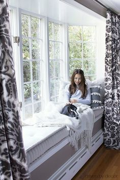 Our cozy fall window seat. (Always wanted a window seat) Modern Interior Design, Interior Design Living Room, Diy Interior, Contemporary Design, Home Decor Bedroom, Living Room Decor, Modern Bedroom, Bedroom Furniture, Bedroom Ideas