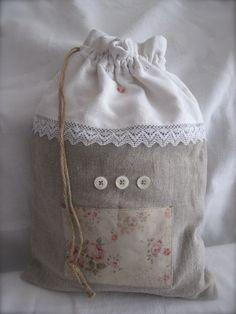 Pochon lin, dentelle ancienne et boutons de nacre - Chez Zéphirine