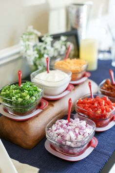 With this build-your-own baked potato bar, plain old potatoes go gourmet as guests mix-and-match toppings. Chili Bar Party, Taco Bar, Baked Potato Bar, Baked Potatoes, Feeding A Crowd, Family Meals, Family Recipes, Group Meals, Serving Dishes