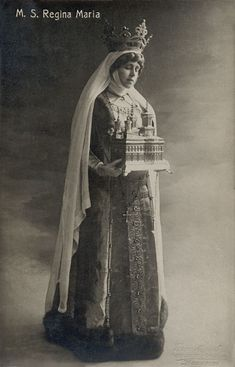 Marie of Romania, posing in the iconography of a Christian saint Royal Crowns, Royal Jewels, Tiaras And Crowns, Maud Of Wales, Romanian Royal Family, Old Money, British Royal Families, Casa Real, Queen Mary