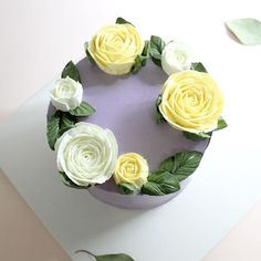 소녀느낌 물씬 느껴지는 보랏빛케이크로 그동안 보고싶었던 분께 마음을 전하세요. - - #장미 #유칼립투스 #플라워케익 #원데이클래스 #기념일 #생일 #케익스타그램 #케이크 #홈베이킹 #베이킹스튜디오 #발렌타인데이 #gangnam #dusioven #flowerstagram #cakestagram #bouquet #flowercake #wiltoncake #buttercream #cake #rosecake #purple #birthdaycake #valentinesday