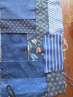 """Avant de me lancer dans un ouvrage plus important, j'ai voulu réaliser cette petite trousse sur le thème """"boro"""" .... Les boros sont ces vêtements japonais rapiécés qui se transmettent de génération en génération pour éviter le gaspillage .... Voir l'article..."""