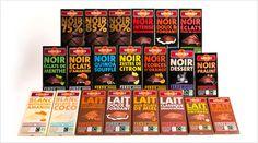 Toute la gamme de chocolats Alter Eco partage un design commun : un packaging riche en information, avec des couleurs vives et des polices voyantes. On peut distinguer les différentes catégories de chocolat grâce à la couleur du carton (noir pour le chocolat noir, marron pour le chocolat au lait et crème pour le chocolat blanc) ainsi que par le nom du produit écrit en très gros et dans une couleur très vive propre au produit.
