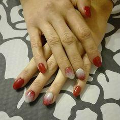 Geometryczne  szaro czerwone  ombre 💅 #nailstagram #nails #gelnails #gelmanicure #manicure #beautybym #grey #red #christmasnails #geometricombre #geometryczneombre