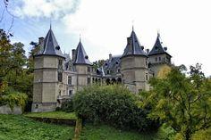 Gołuchów - zamek Czartoryskich-wspaniały przykład francuskiego renesansu i szczyci się niezwykłą historią. Historia zamku nad rzeczką Trzemną w Gołuchowie, 15 km od Kalisza, liczy ponad 400 lat.