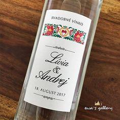 Samolepiaca folklórna etiketa s ľudovým vzorom na fľašu svadobného vínka alebo slivovice, je vyrobená z jemne krémového ručného papiera so štruktúrou. Rozmer etikety je 57 x 105 mm / rozmer...