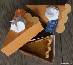 It's National Pie Day! Our favorite pie packaging offers the perfect slice! Pie Box, Boxes And Bows, Fall Dinner, Fall Cards, Thanksgiving Crafts, Bakery, Paper Crafts, Pumpkin, Diy