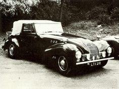 Le modèle Allard M fut introduit en 1947 comme la version coupé décapotable à deux portes de la voiture de tourisme L. La fabrication devait continuer jusqu'en 1950.