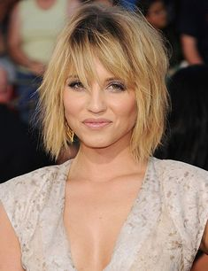 Find a lot of Awesome Medium Haircuts at Barbarianstyle.net #beauty #midhaircut #hairstyle # haircut #mediumcut Blonde Hair Over 40, Thin Blonde Hair, Thin Hair Bangs, Thin Hair Cuts, Bobs For Thin Hair, Choppy Hair, Blonde Hair Looks, Mid Length Hair With Bangs, Short Hair Lengths