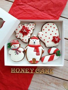 Easy decorated Christmas cookies for beginners. Holiday polar bear, mitten, tree, candy cane and snowman. Christmas Tree Cookies, Iced Cookies, Christmas Sweets, Noel Christmas, Holiday Cookies, Simple Christmas, Cookies Et Biscuits, Snowflake Cookies, Christmas Candy